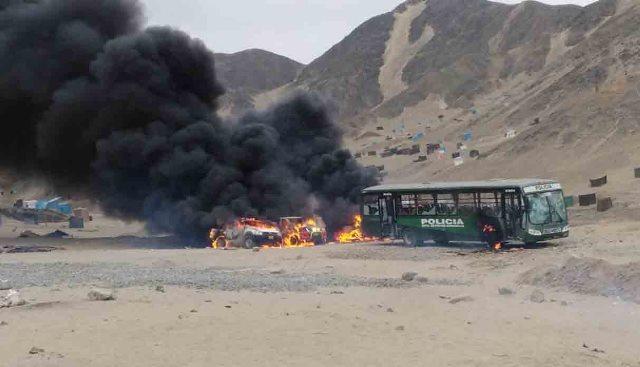 A balazos y con molotov emboscan a 120 policías en La Libertad