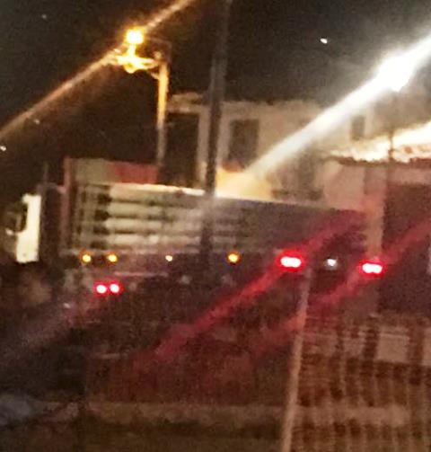Nuevamente los vecinos de la Plazuela de La Independencia denuncian el paso de vehículos de alto tonelaje