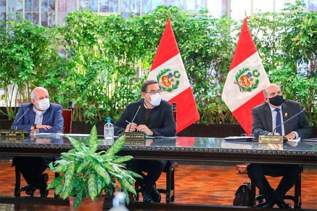 Presidente Martín Vizcarra lidera sesión del Consejo de Ministros