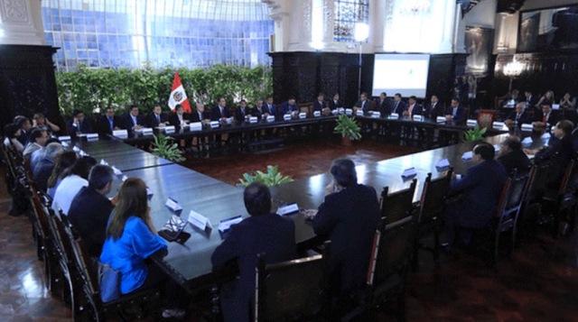 Reforma política: proponen ampliar a cinco años gestión de gobernadores y alcaldes
