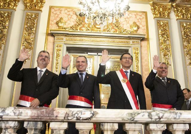 Jorge Moscoso y Luis Castillo juraron como ministros de Defensa y Cultura