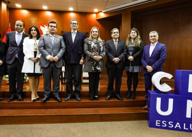 EsSalud otorgará becas a estudiantes y egresados de Lima y al interior del país