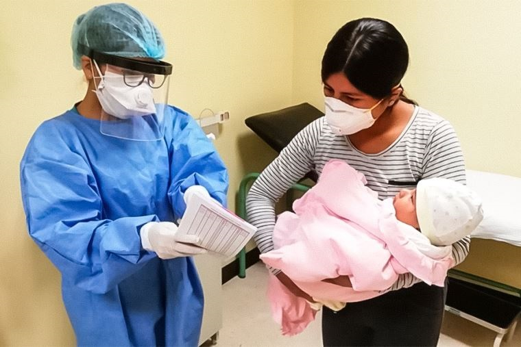 Más de dos millones de partos y cesáreas financió el SIS en los últimos siete años