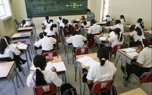 Colegios privados podrían retirar a alumnos que deben tres meses de pensión