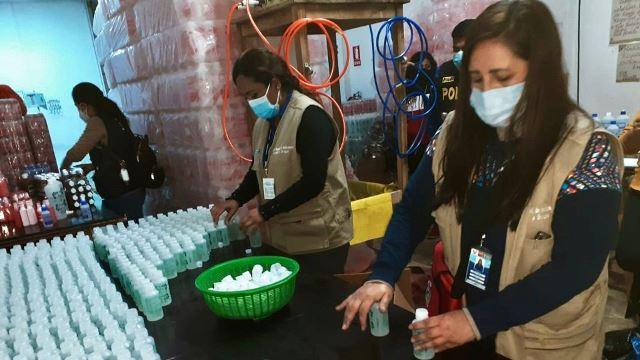 Incautan 300 kilos de alcohol, timolina y agua oxigenada en laboratorio clandestino en San Juan de Lurigancho