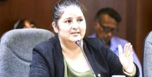 Arimborgo: presidenta de Comisión de Educación estudió en universidades con graves problemas