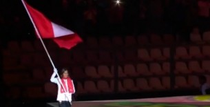 Se paralizó el Nacional: Gladys Tejeda llevó la bandera peruana en la clausura de Lima 2019