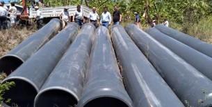 Agricultores reciben tubería para rehabilitar canal de riego en Naranjos, Utcubamba